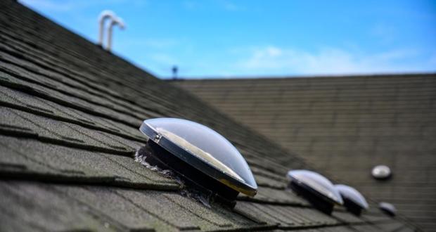 Świetlik dachowy – dlaczego warto zamontować?